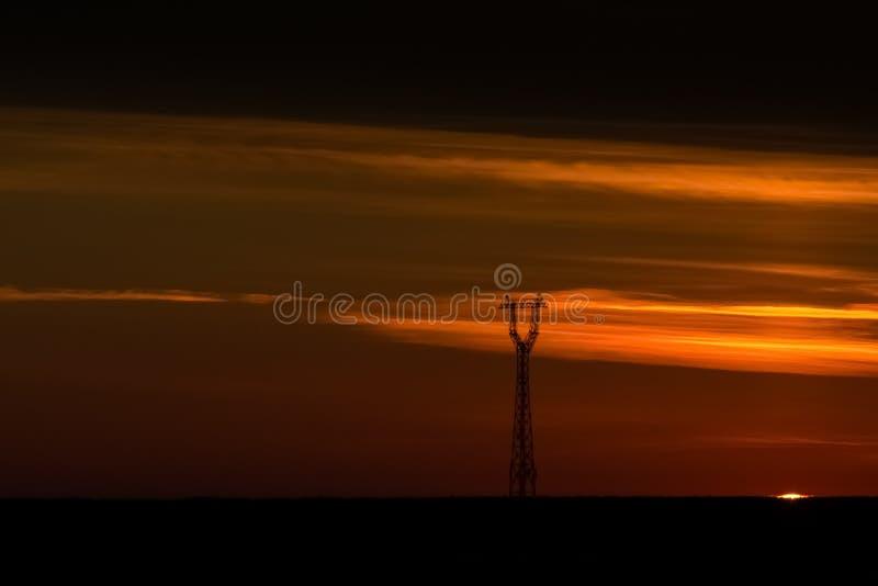 Goldsonnenunterganghimmel lizenzfreie stockbilder