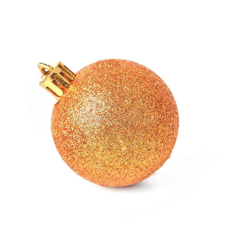Goldweihnachtsball lokalisiert auf weißem Hintergrund stockfotos