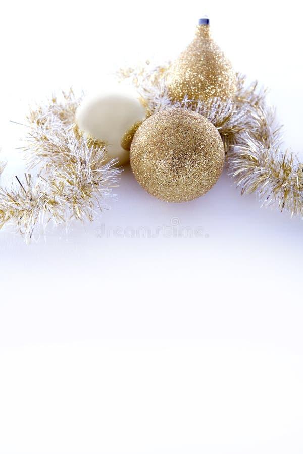 Goldweihnachtsdekorationen lizenzfreie stockbilder