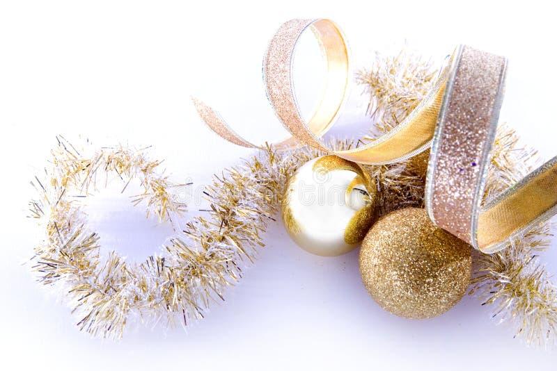 Goldweihnachtsdekorationen lizenzfreies stockfoto