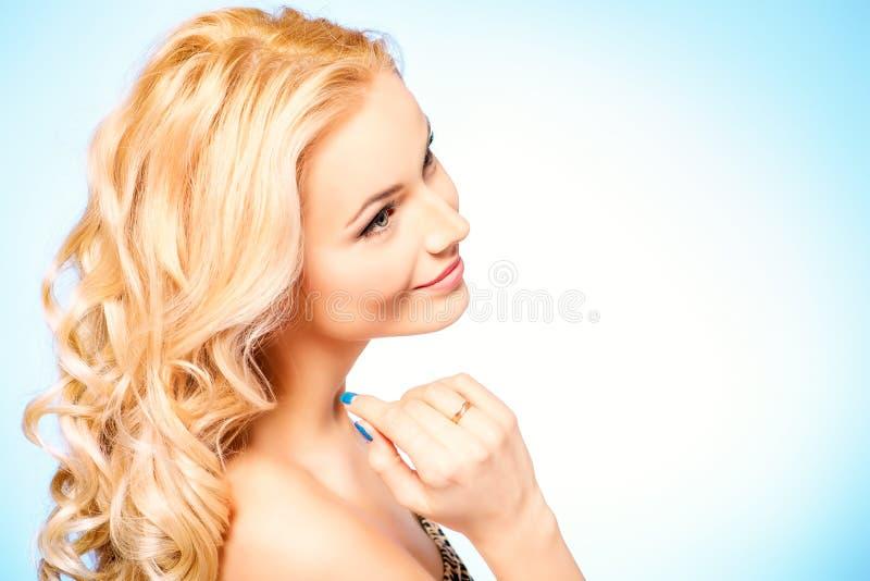 Goldy-Blondine lizenzfreie stockbilder