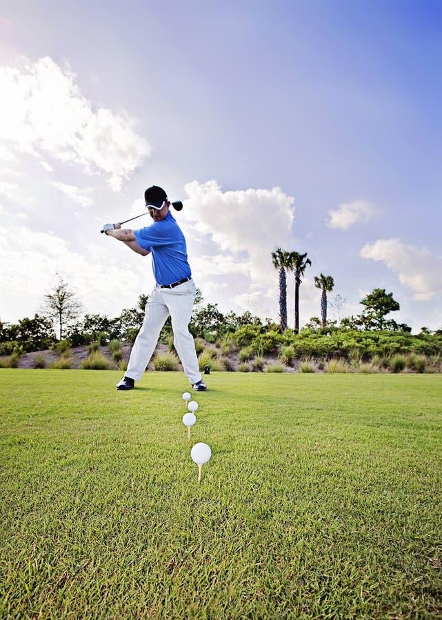 Golfövning royaltyfri bild