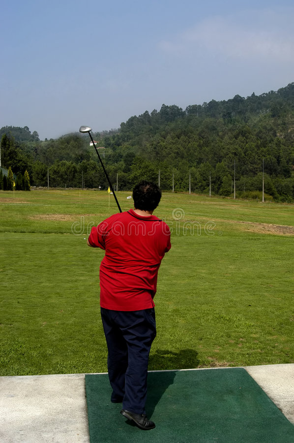 Download Golf image stock. Image du concurrence, club, bille, nuages - 733857