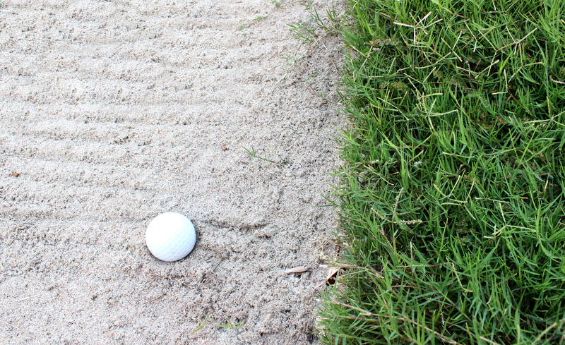 Golf auf Sandbunker stockfotos