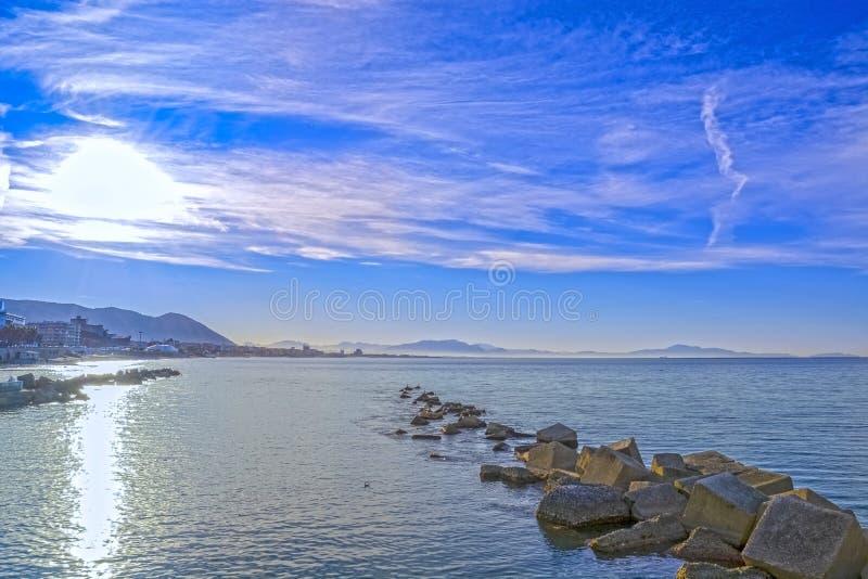 Golf av Salerno på det Tyrrhenian havet arkivfoton