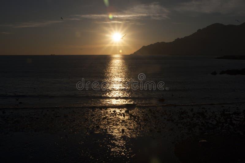 Golf av Salerno på solnedgången royaltyfria bilder