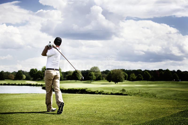 golf av teeing för spelare arkivfoto