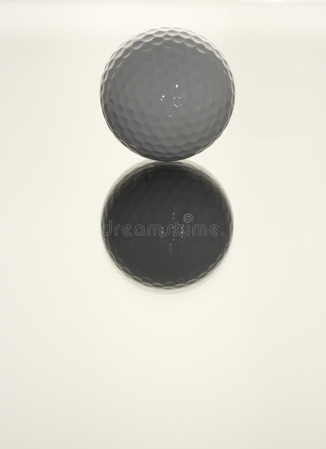 Download Golf-ball riflettente fotografia stock. Immagine di fossetta - 7306154