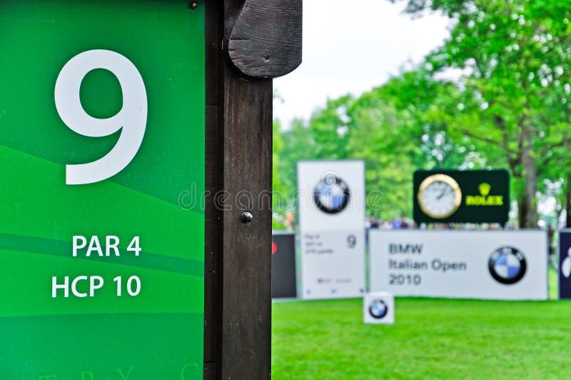 Golf, BMW-Italiener geöffnet. T-Stück des Loches Nr. neun stockfotografie