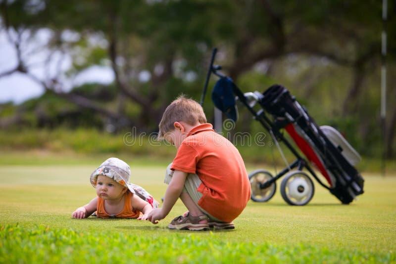 Golf con los cabritos foto de archivo libre de regalías