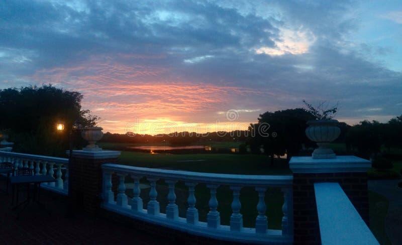Golf de coucher du soleil de terrain de golf de la Floride photographie stock libre de droits