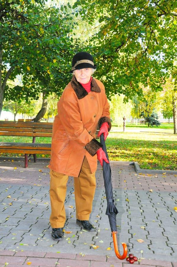 golf den gammala spelrumkvinnan arkivbild
