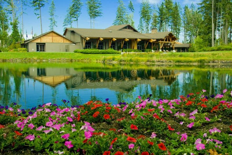 golf för klubbalandskurs royaltyfri bild