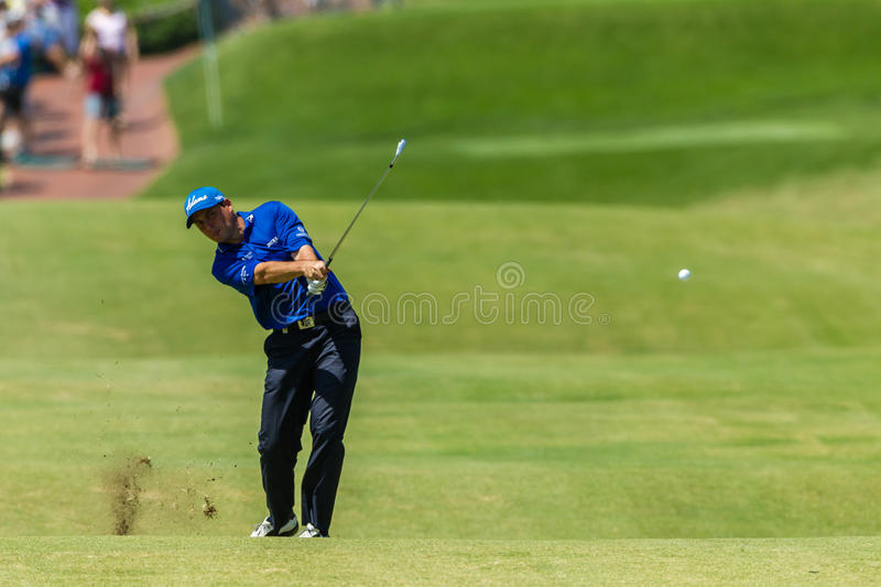 Golf-Fachmann David Howell Swinging lizenzfreie stockbilder
