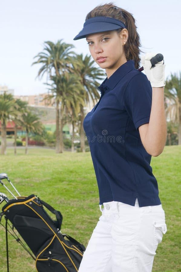 Golf hermoso del jugador con su club imágenes de archivo libres de regalías