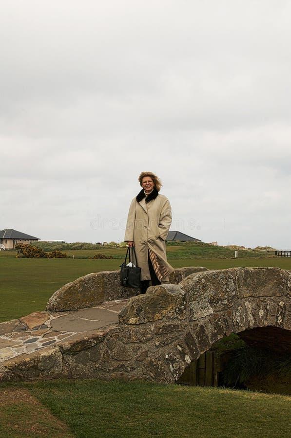 Golf il ` s la maggior parte del ponte famoso, lo Swilcan, St Andrews, Scozia fotografia stock