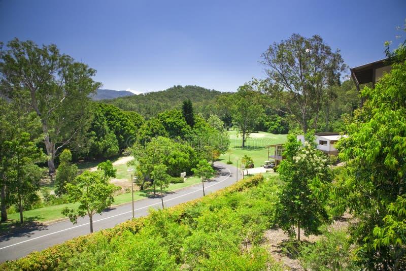 Golf la proprietà con più forrest ed il corso fotografia stock