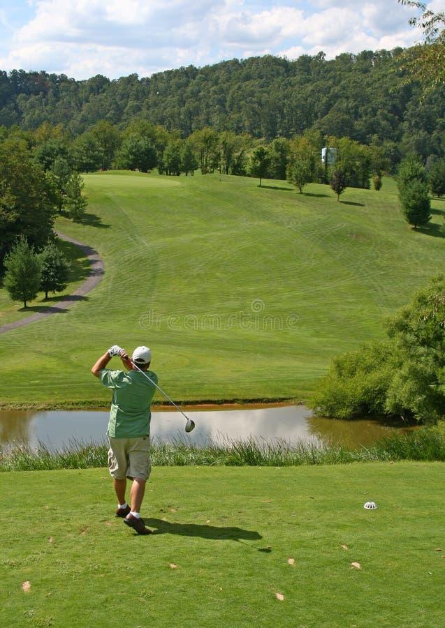 Golf - Mens die weg Teeing stock afbeelding