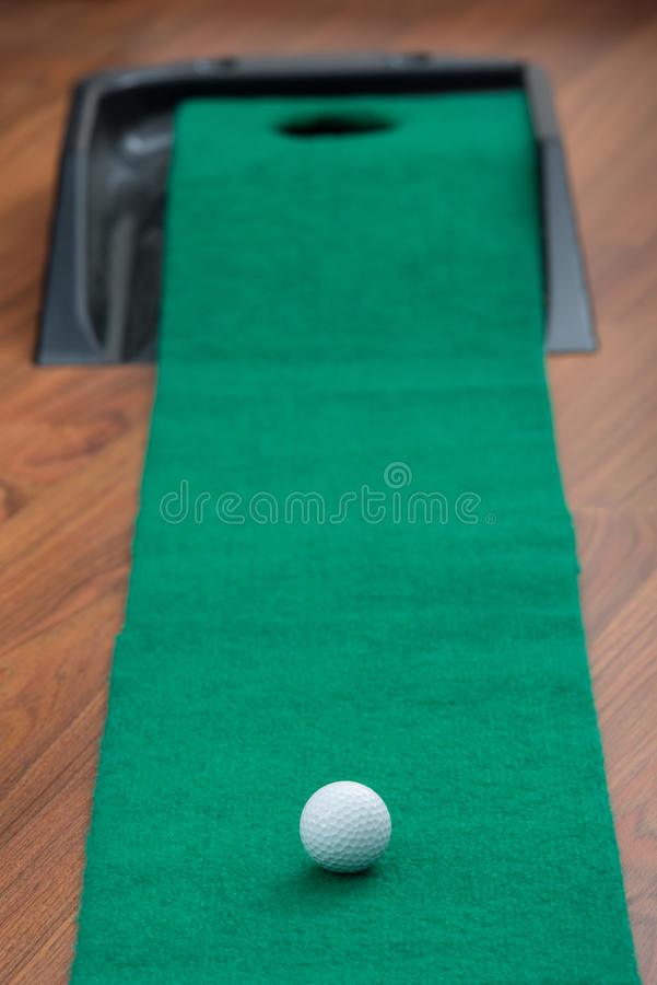 Golf mettant le compagnon images stock