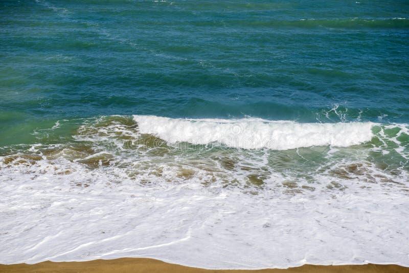 Golf op het strand royalty-vrije stock afbeelding