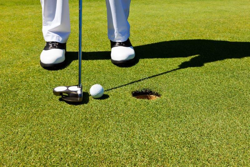 Golf: setzendes Grün lizenzfreie stockbilder