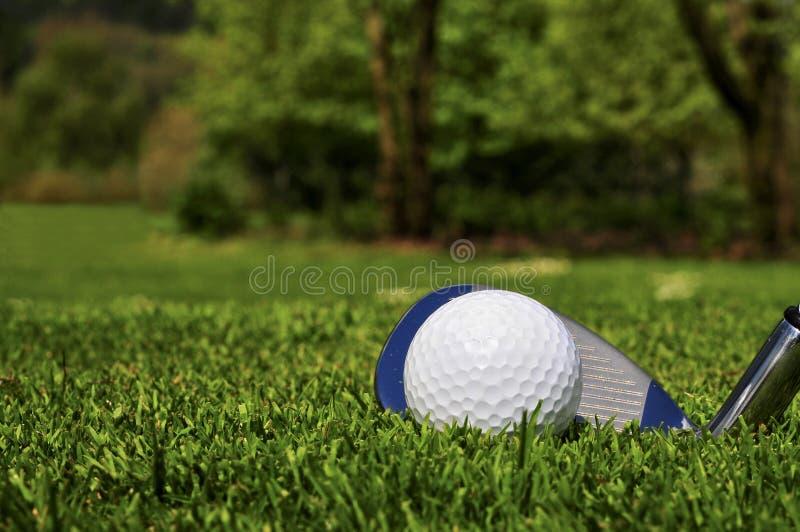 Golf spielen lizenzfreies stockbild