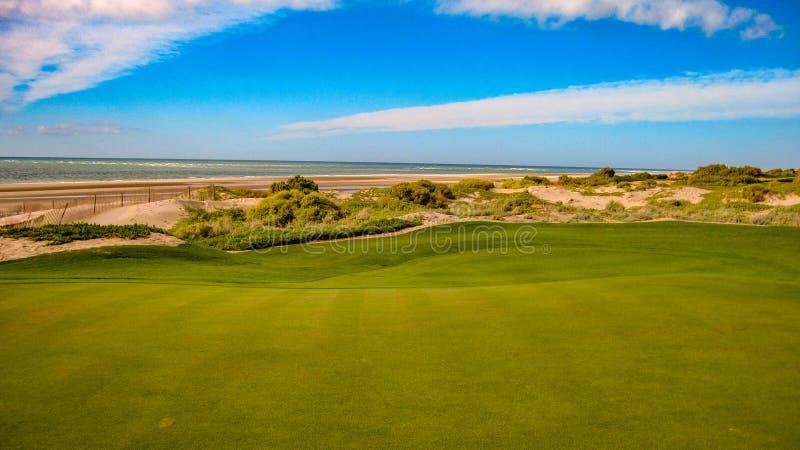Golf spielen an Vidanta-Golfplatz am Maya stockbild