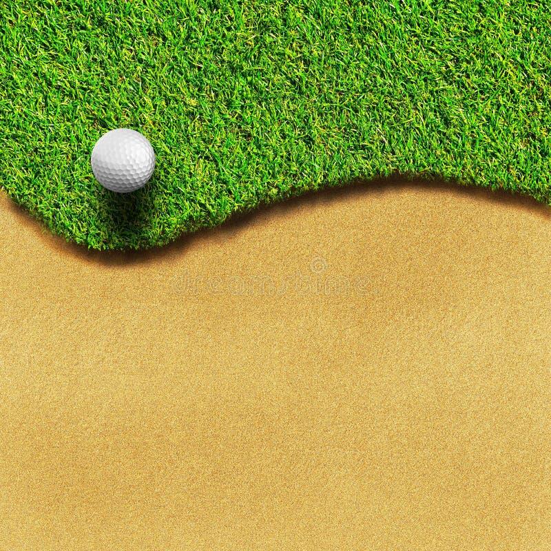 Golf sur le cours d'herbe illustration stock