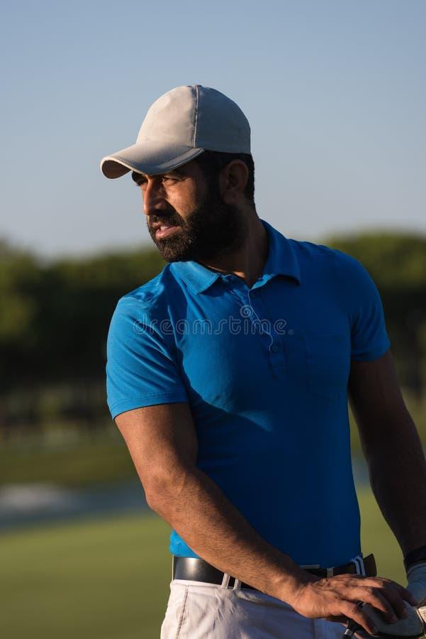 Golfarestående på golfbanan arkivfoton