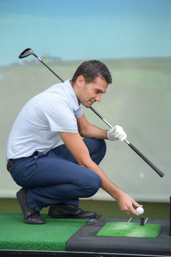 Golfatleet in studio royalty-vrije stock afbeeldingen