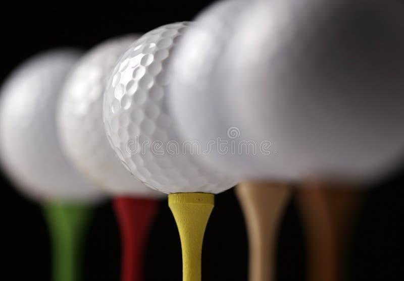 Golfbälle und T-Stücke stockbilder