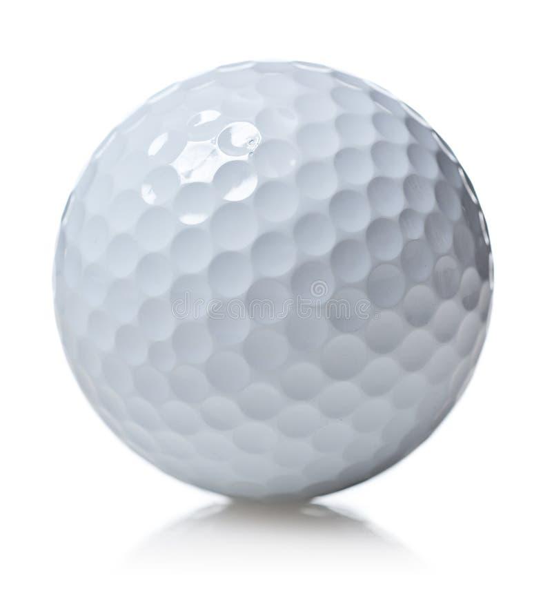 Golfbal die op wit wordt geïsoleerde stock afbeelding