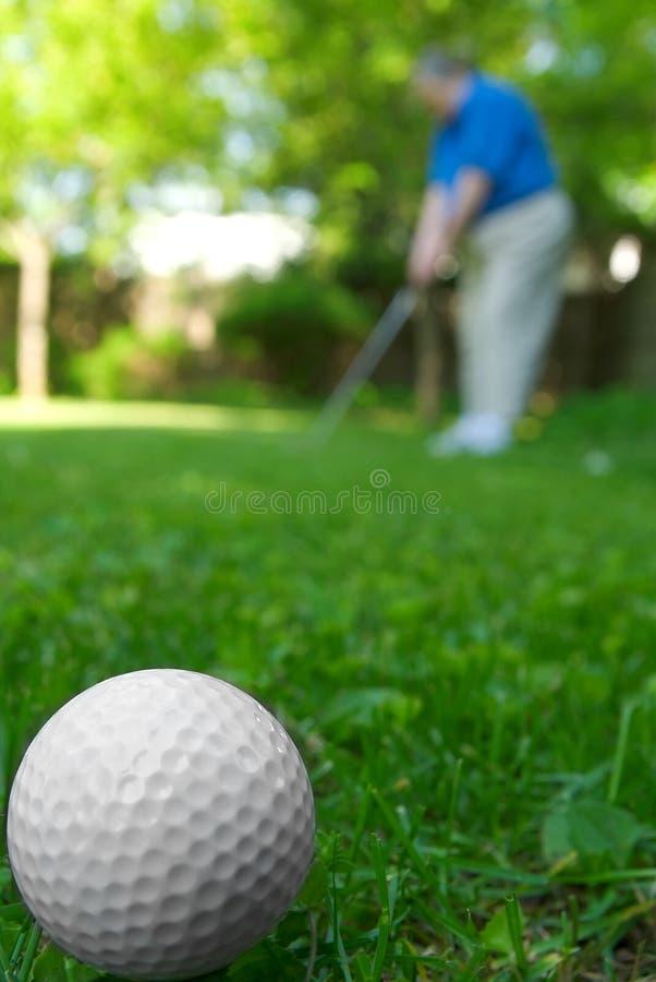 Golfbal en golfspeler royalty-vrije stock foto