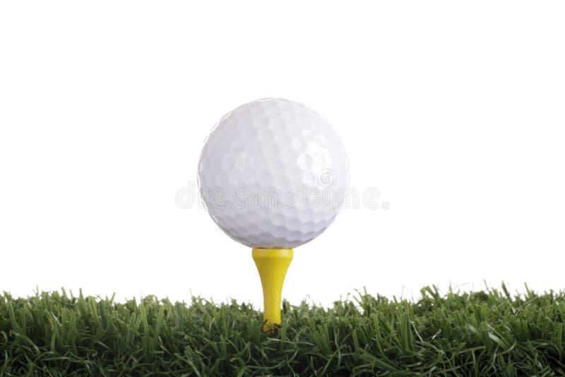Golfbal met geel T-stuk stock afbeelding
