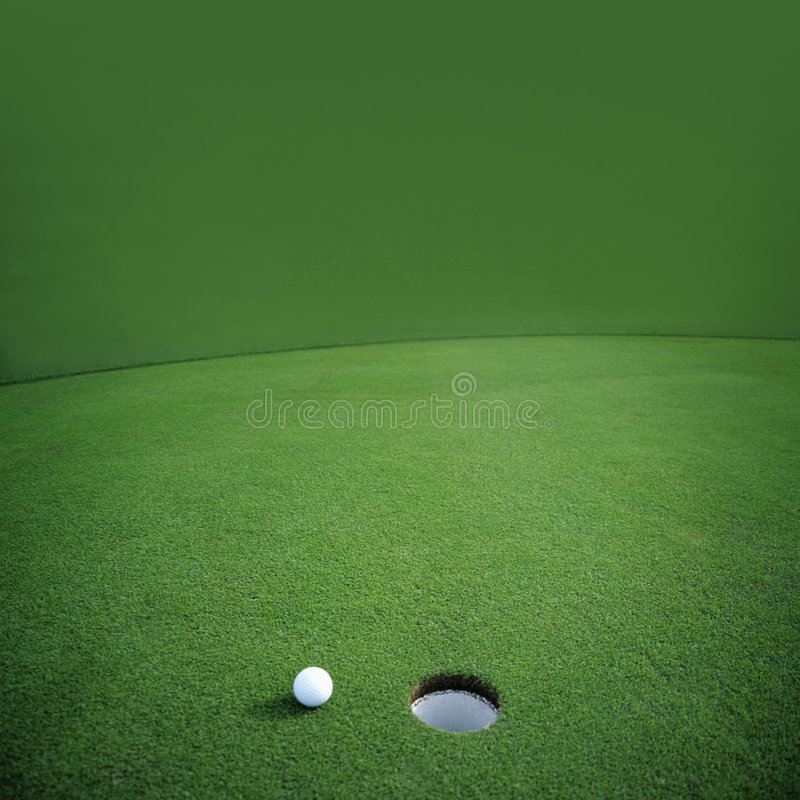 Golfbal op Groen stock foto's