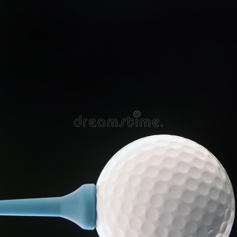 Golfbal op zwarte royalty-vrije stock afbeelding