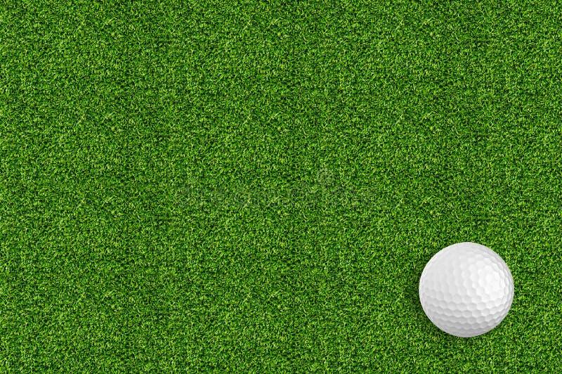 Golfball auf dem grünen Gras des Golfs stockbilder