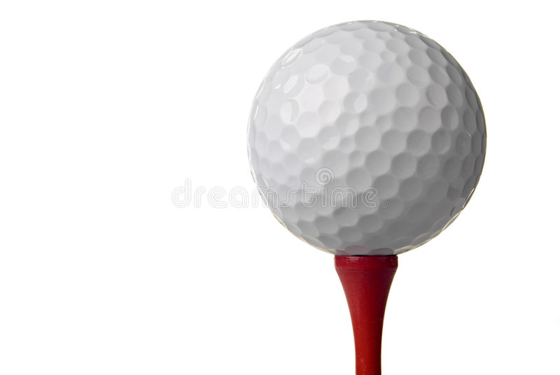 Golfball auf rotem T-Stück, weißer Hintergrund lizenzfreie stockbilder
