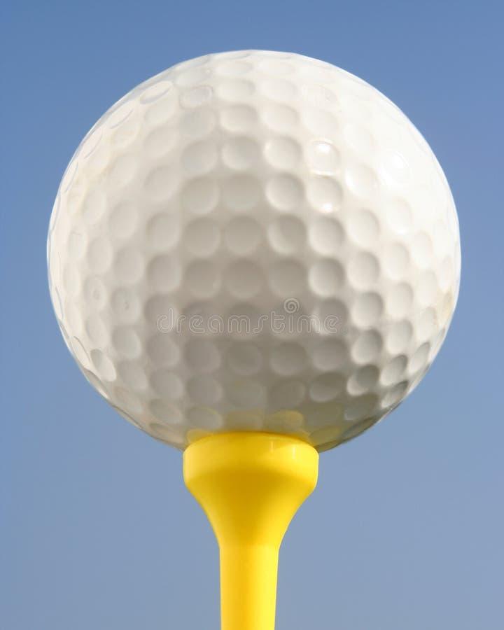 Golfball contro cielo blu fotografia stock libera da diritti