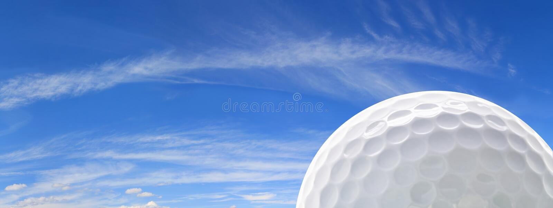 Golfball und Himmel stockfoto