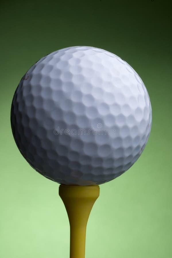 Golfball und T-Stück stockfoto