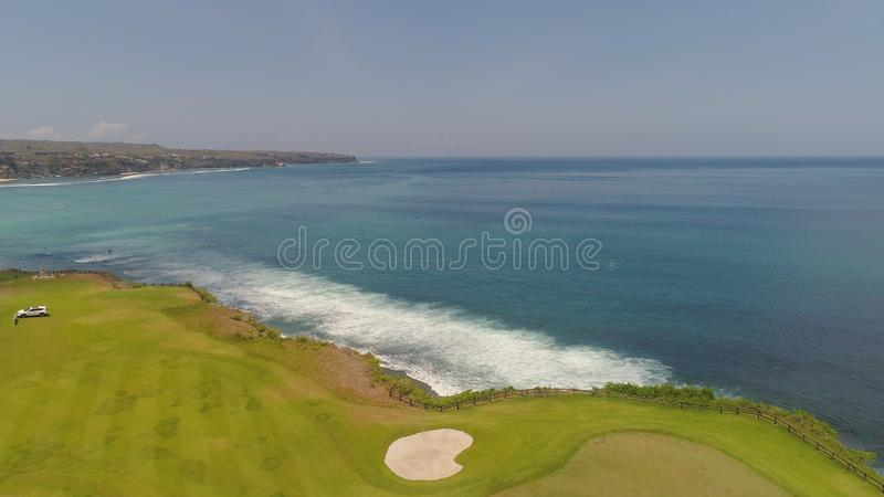 Golfbana på kustlinjen bali, indonesia royaltyfria foton
