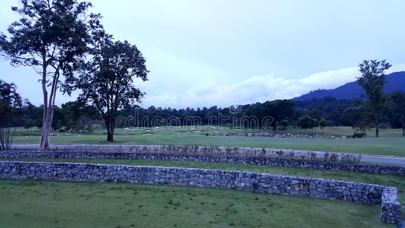 golfbanalandskap i det goodday royaltyfria foton