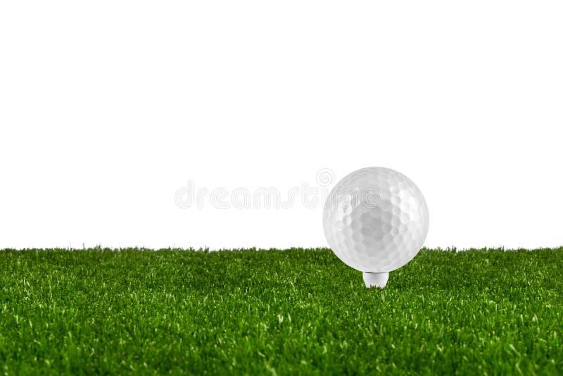 Golfboll på utslagsplats royaltyfria foton