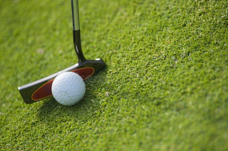 Golfclub en Bal in Gras stock foto