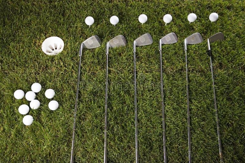 Golfclub mit Kugel u. Laufwerk lizenzfreie stockfotografie