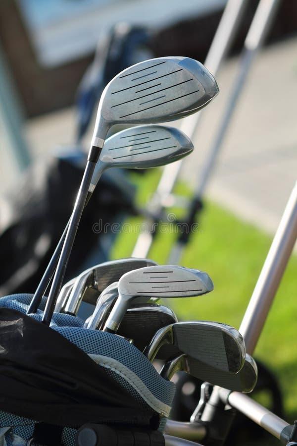 Golfclubs im golfbag lizenzfreie stockfotos