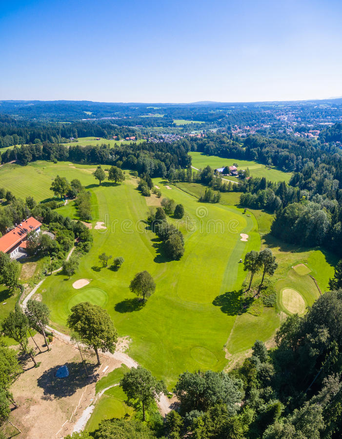 Golfcourse巴伐利亚山 免版税库存图片