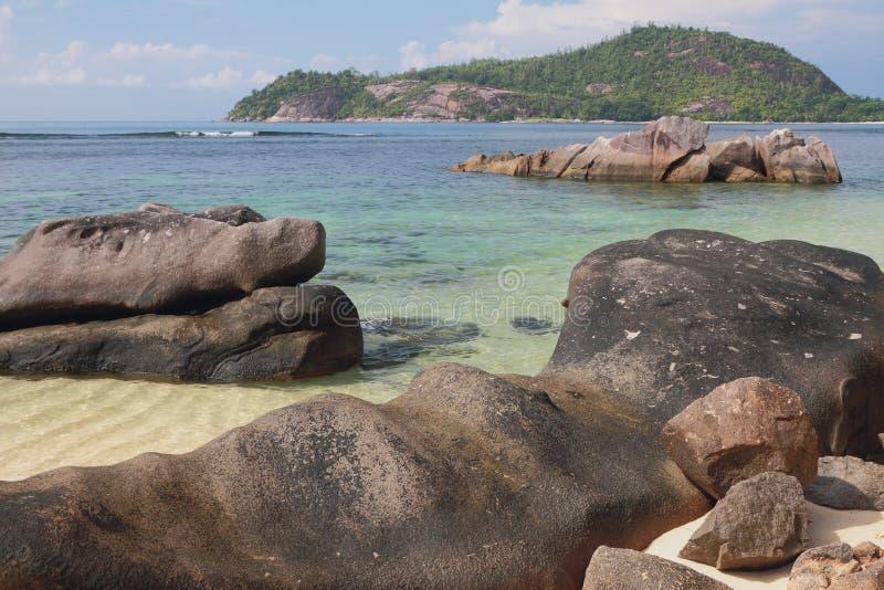 Golfe Anse Islette, port Glod, Mahe, Seychelles de côte d'océan photos stock