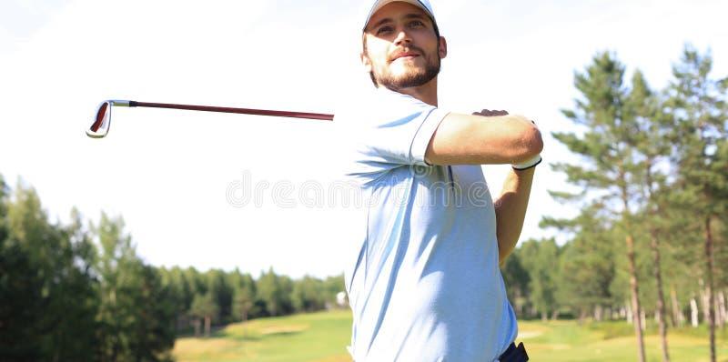 Golfer ha colpito un'altra strada nella casa del club immagine stock